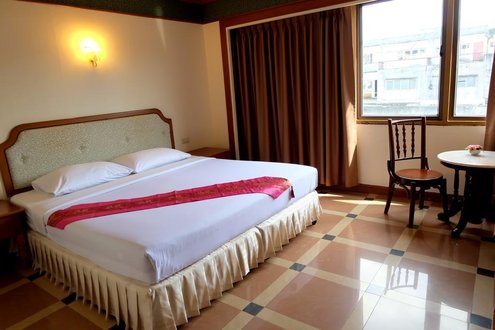 FRANCESCA: Thong Hotel