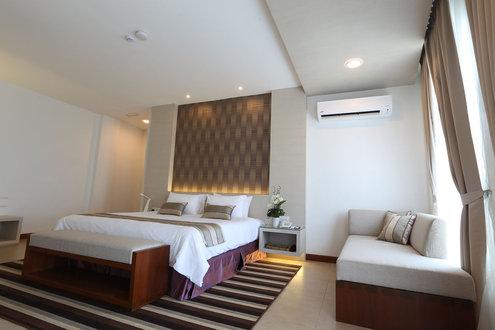 Flyin Cenang Plaza Beach Hotel
